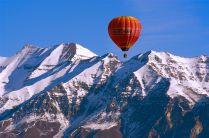 1280px-Mount_Timpanogos_+_balloon